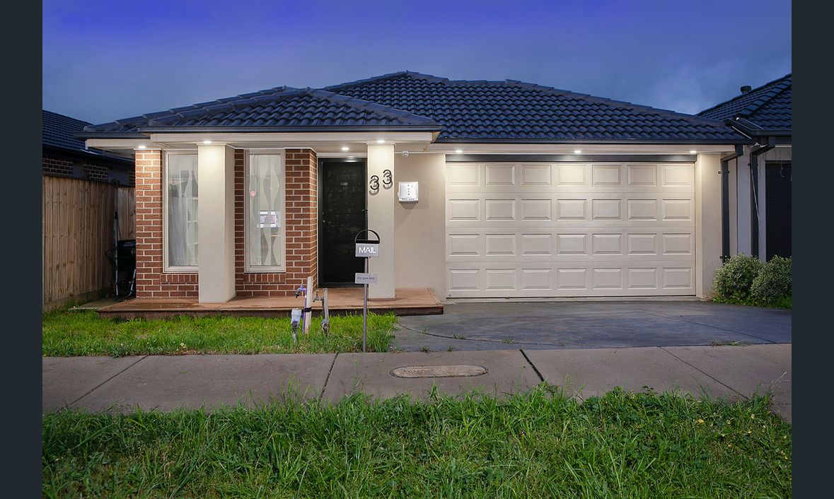 33 Parkgate Drive, Clyde North, Vic 3978